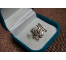 Silver ring bow